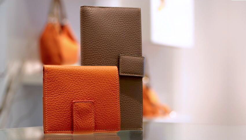 Leather wallets and accessories for men and women